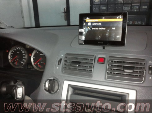 Volvo V50. Parrot Asteroid Tablet. STS Auto.