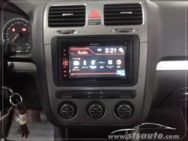 VW Golf V 2007. Pioneer MVH-AV270BT Pantalla doble din ...